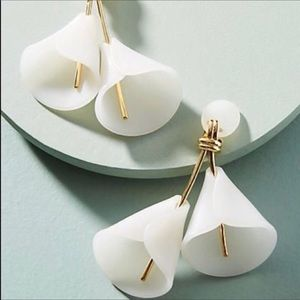 NWOT Anthro Sadoughi Lily Clip on in ivory